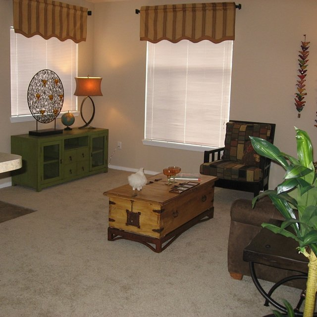Florence Square Apartments Living Room