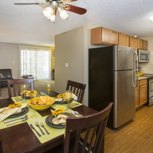Sterling Heights Apartments - Dining Area