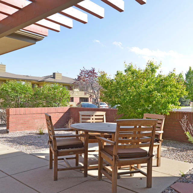 Copper Ridge Apartment Courtyard