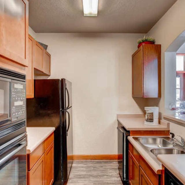 Bellaire Ranch Apartments Kitchen