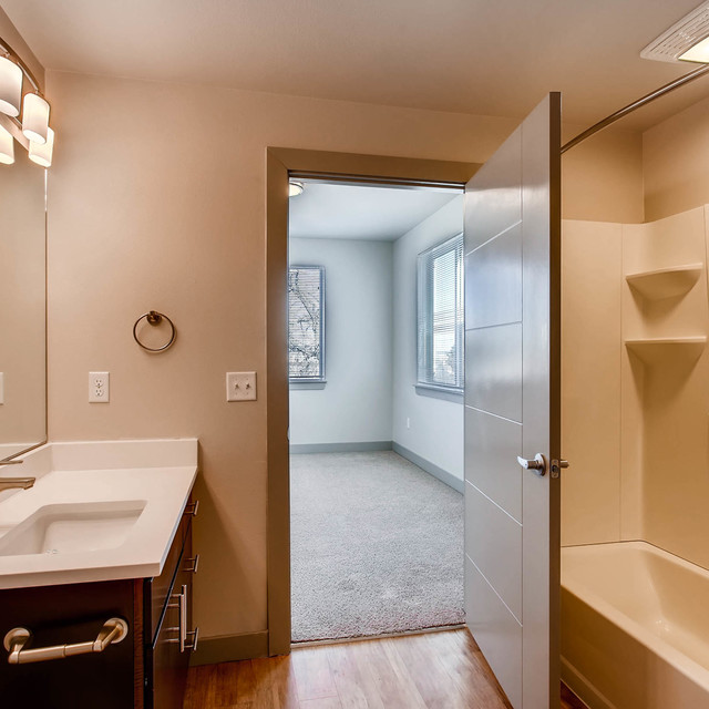 Max Flats - Apartment Bathroom