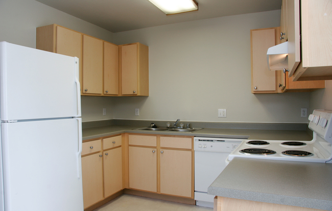 Hughes Station Apartments Kitchen Photo