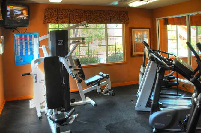 Fitness Center of Seasons Horsetooth Crossing Apartments