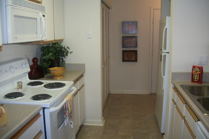 Kitchen Of  Bellaire Ranch Apartments