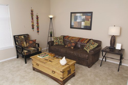 Florence Square Apartments - Living Room