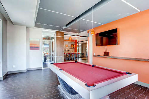 Old Town Flats - Pool table and flatscreen TV