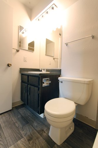 Newgate - Apartment Bathroom