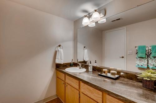Whispering Hills - Apartment Bathroom